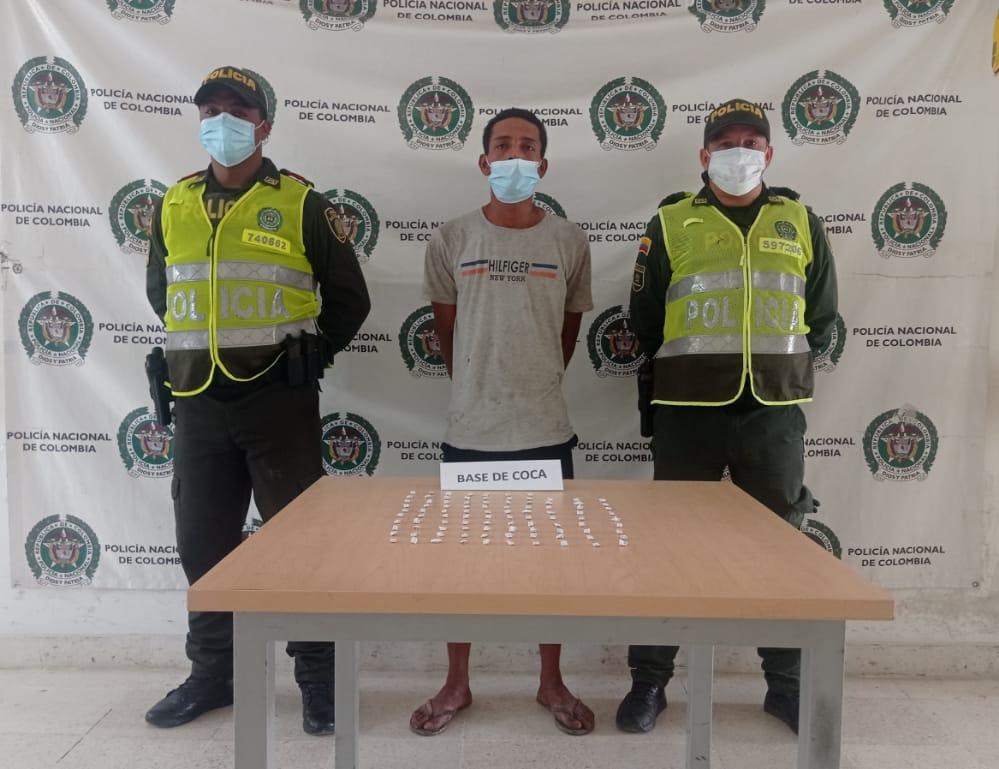 https://www.notasrosas.com/Dos capturados en Riohacha con 200 gramos de clorhidrato de cocaína y 200 papeletas de bazuco