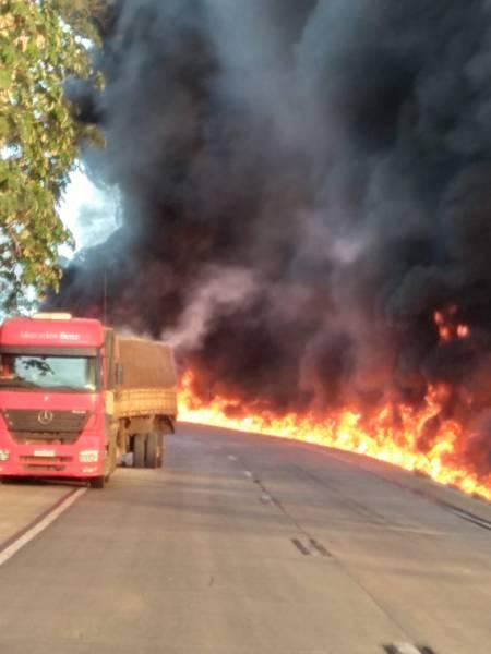 IMAGENS DRAMÁTICAS: caminhoneiros de Vilhena veem colega morrer carbonizado na BR 364 sem poder fazer nada