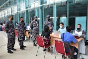 Danpuspenerbal Tinjau Pelaksanaan Serbuan Vaksinasi di Terminal Bandara T1 Juanda