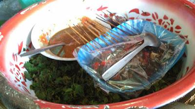 pecel semanggi dan sate keong