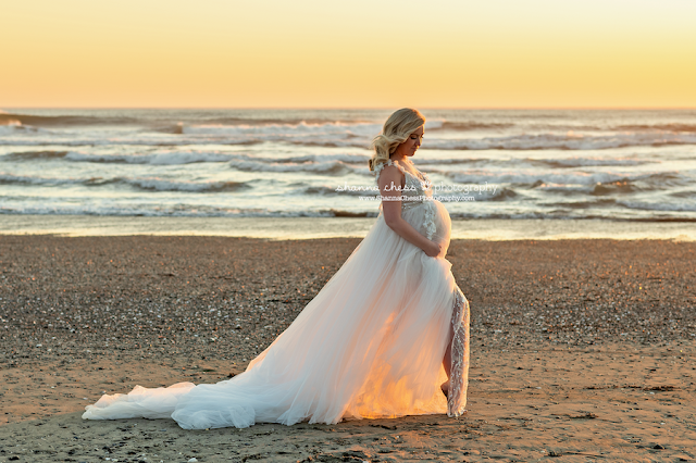 Pacific Northwest maternity photography on the beach