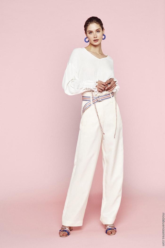 Looks monocromático primavera verano 2020: blusas y pantalones de vestir blancos primavera verano 2020.