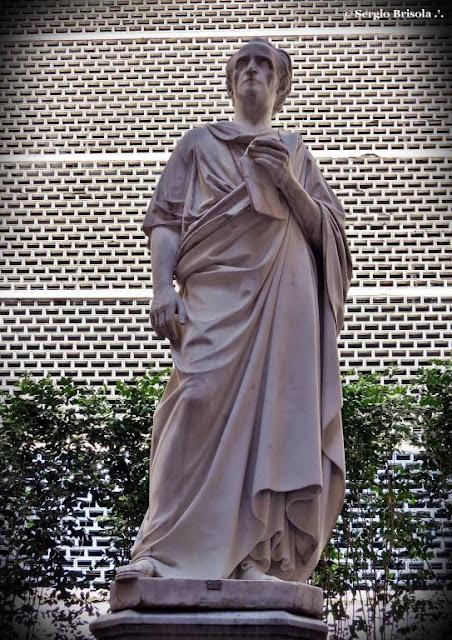 Close-up da Estátua de Cícero - Faculdade de Direito da USP - São Paulo