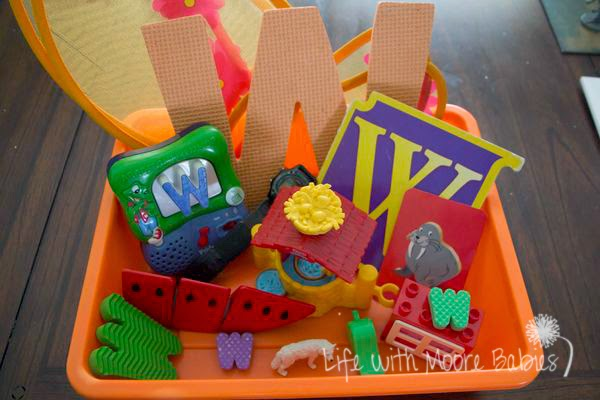 How to Make a Letter W Sensory Bin