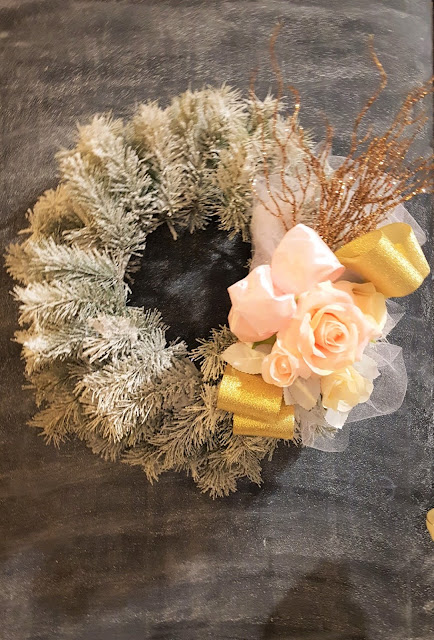 Christmas, Christmas wreath, decorated wreath, cottage, farmhouse, flocked wreath