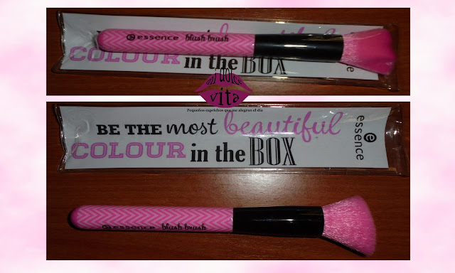 "Blush brush ""Make me pretty"" de Essence"