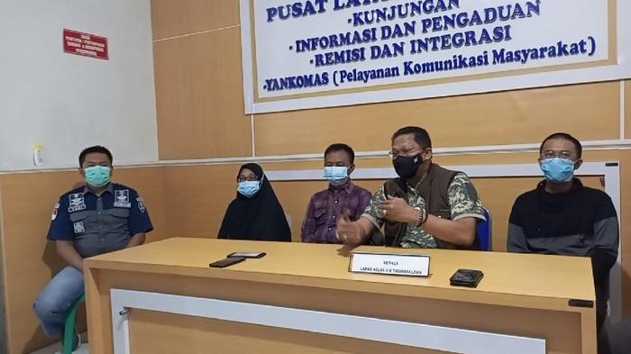 Usai Bebas dari Bui, Asep Pemilik Kedai Kopi Pelanggar PPKM Beri Pesan Menyentuh Ini