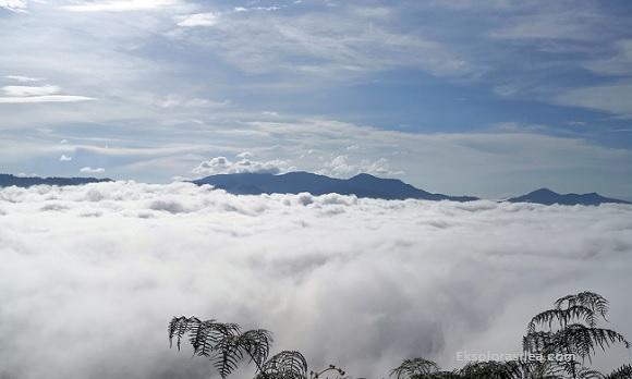 Menghayati Keindahan Awan Karpet di Gunung Silipat Thailand