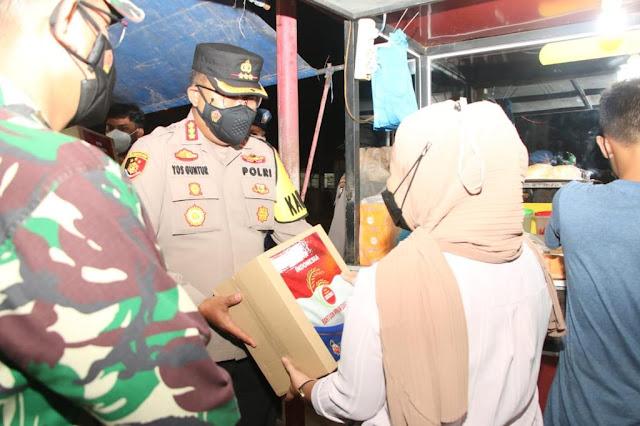 Polresta Barelang Berikan Bantuan Paket Sembako Bagi  Masyarakat Yang Terdampak PPKM Darurat