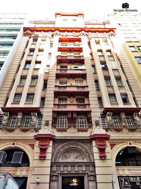 Vista ampla da fachada do Palacete Chavantes - Centro - São Paulo