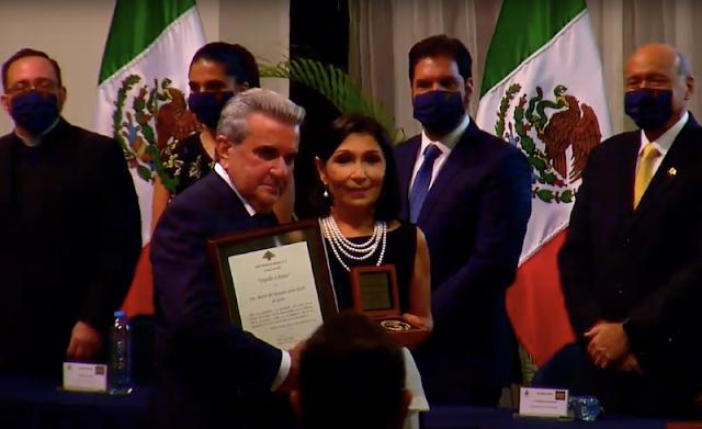 """Este año la Medalla """"Orgullo Libanés"""", fue entregada a la Sra. María del Rosario Alam Harb de Gene."""