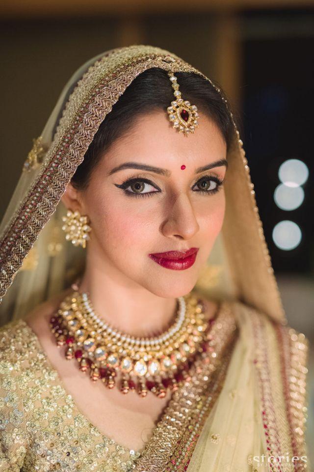 Gold Bridal Makeup : LATEST INDIAN WEDDING SILK SAREE,JEWELLERY,WEDDING HAIR ...