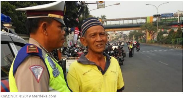 Teringat Ledakan Bom Penjajah, Kong Nur Menangis saat Hormat Bendera