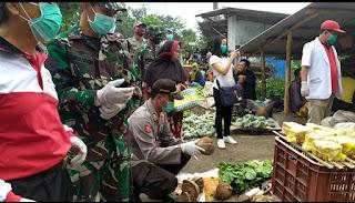 Aksi Polisi Bagi Sayuran Dinilai Bantu Ringankan Penjual Sayur