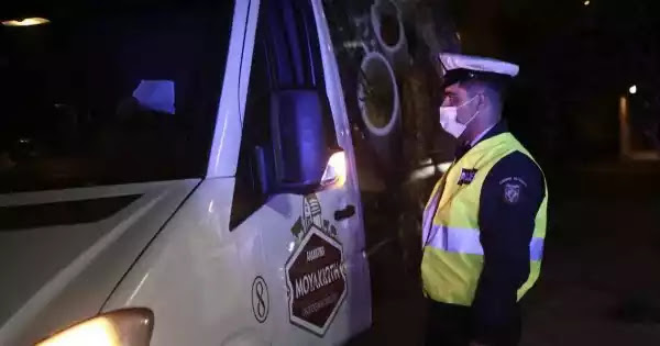 Απίστευτες καταστάσεις στην Ελευσίνα χθες - Πολίτες δεν πήγαν για τεστ και επιστρατεύτηκε η αστυνομία! (βίντεο)