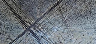 fotografía surrealista abstracta paisajes africanos desiertos marcas, neumáticos, arena