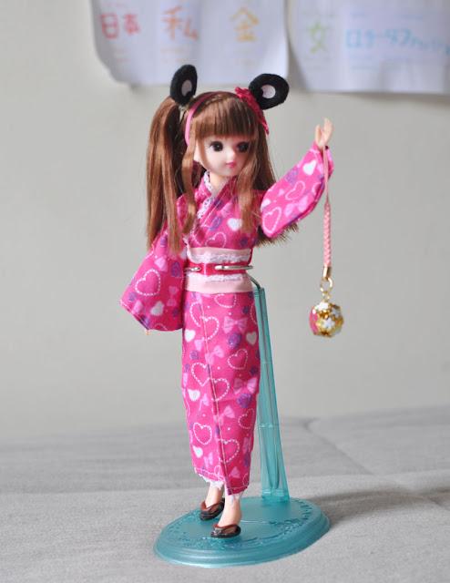 boneca Licca-chan de kimono com chaveirinho do Japão