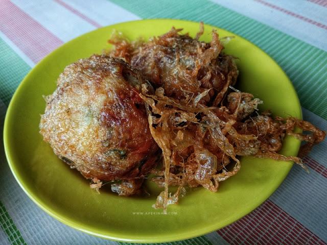 Singgah Makan Di Kedai Makan Pecal Leleh Padang Jawa