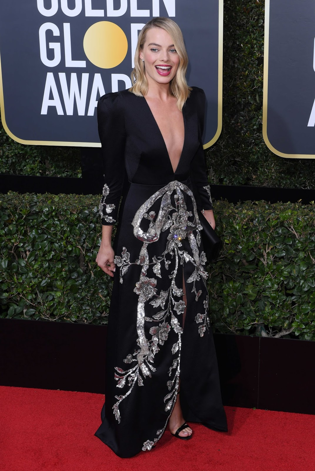 Margot Robbie on the Red Carpet at Golden Globe Awards 2018