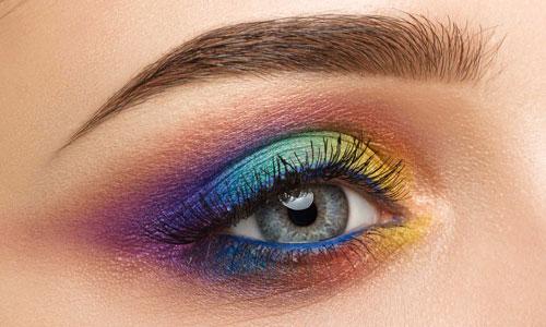 ojos maquillados de colores