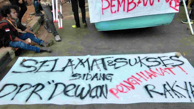 Mahasiswa Demo Pelantikan DPR: Selamat dan Sukses Dewan Pengkhianat Rakyat