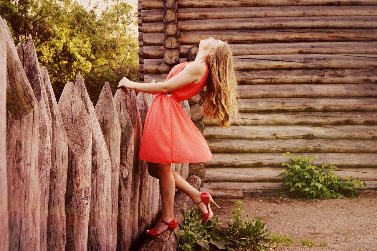 Sukienki w kwiaty - najmodniejsze modele 2021