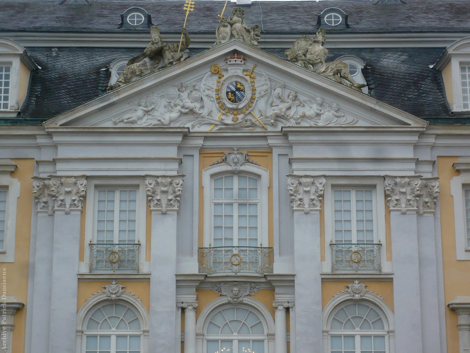 Ornamentsnijder patrick damiaens juli 2016 - Decoratie van trappenhuis ...