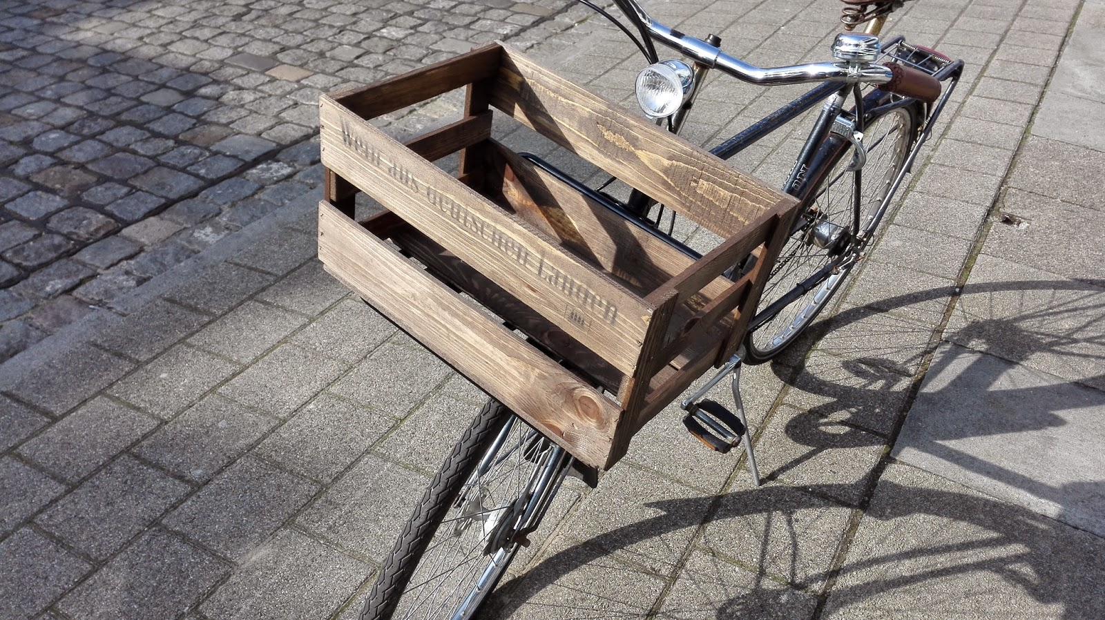 Industrialstyle.de: DIY Shabby Weinkiste mit Fahrrad Front