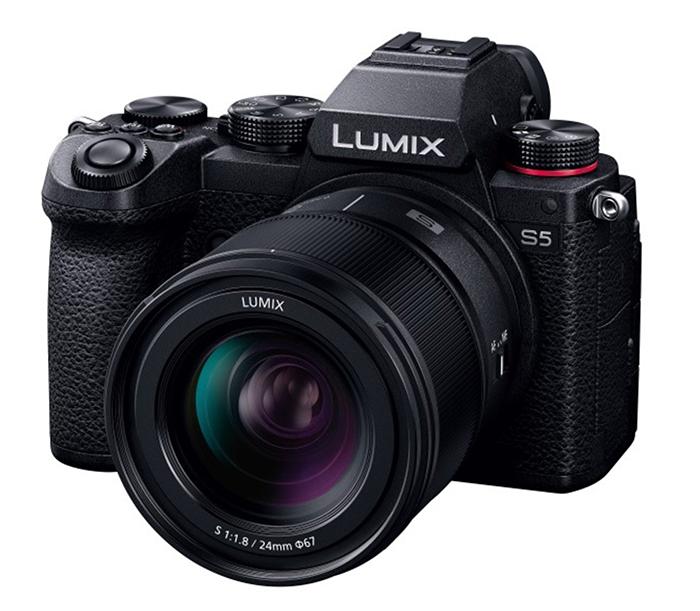 Объектив Panasonic Lumix S 24mm f/1.8 с камерой Pansonic Lumix S5