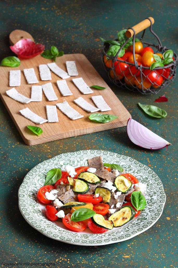 Pizzoccheri con pomodori, zucchine e feta