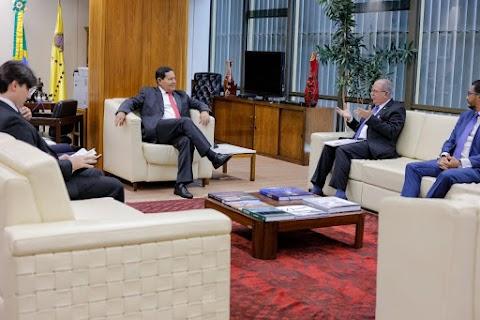Hildo Rocha se reúne com vice-presidente Hamilton Mourão para discutir empreendimento gerador de empregos para os maranhenses
