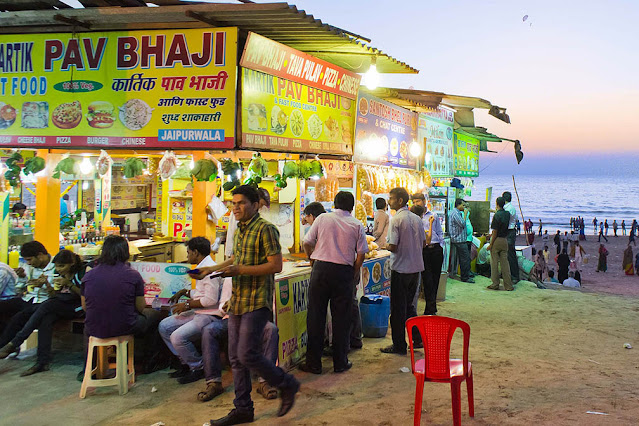 Street Food in Mumbai at Juhu Beach at night