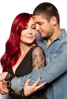 Josie Pessoa de cabelos vermelhos.