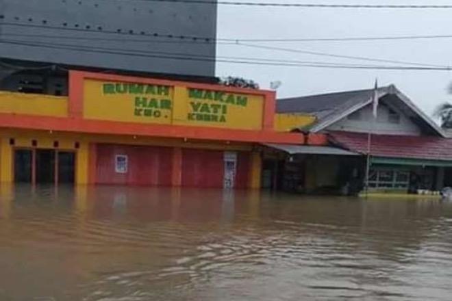 Banjir di Kabupaten Wajo Rendam 8 Kecamatan, Sawah Hingga Jalanan Tergenang Air