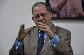 Julio Maríñez dice Miguel Vargas está mejor preparado que Juan Bosch y Peña Gómez