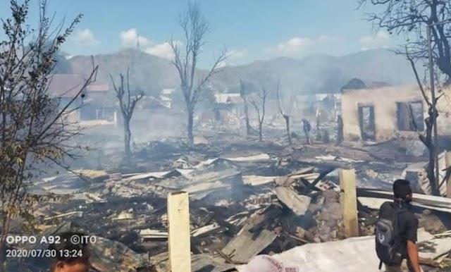 Siang Bolong, Kebakaran Hebat Melanda Puluhan Rumah Warga Desa Ntonggu Palibelo
