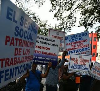 Varios gremios de trabajadores marcharon la mañana de hoy, hasta  frente del Congreso, donde se manifiestan en exigencia no disolución del Instituto Dominicano De Seguros Sociales (IDSS).