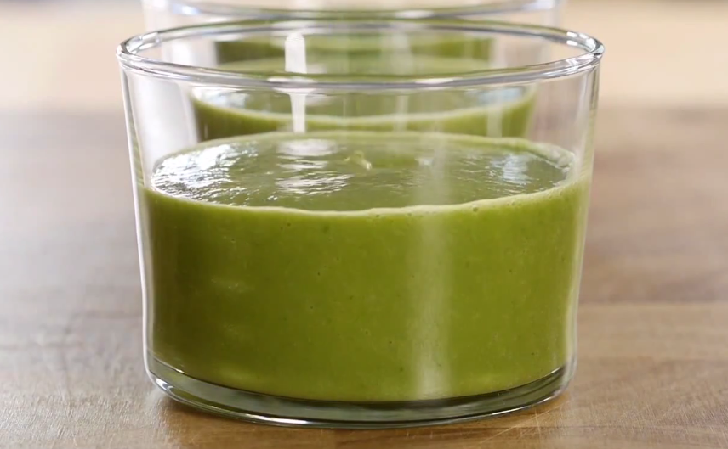 Satisfying and low calorie ginger spinach smoothie recipe