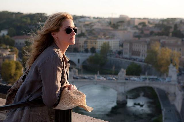 Những bộ phim được quay ở Rome cũng nhiều không kém Paris chút nào. Từ những bộ phim đen trắng kinh điển như The Bicycle Thieves đầy tuyệt vọng, Roman Holiday lãng mạn ngọt ngào, Nights of Cabiria đau đớn xót xa cho đến những bộ phim hiện đại như The Great Beauty trăn trở suy tư, Eat Pray Love lạc quan yêu đời hay Angels and Demons phức tạp và kịch tính, vẻ đẹp nhiều cung bậc của Rome vẫn không ngừng khiến trái tim người xem thổn thức.