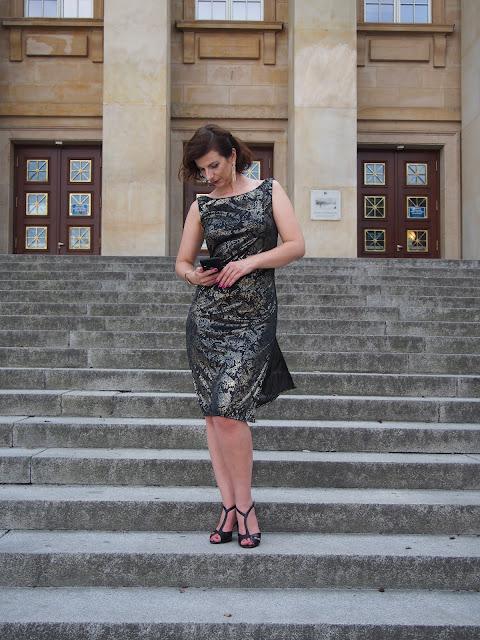 sukienka-na-sylwestra-czarna