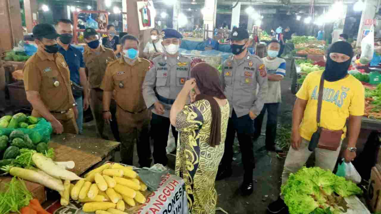 Polsek Medan Baru Laksanakan Himbauan PPKM Level 4 di Pasar Meranti Petisah