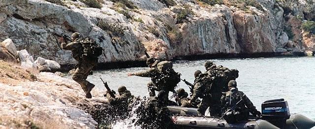 Αόρατοι φρουροί στις βραχονησίδες: Oι Έλληνες κομάντος που κανείς δεν θέλει να βρει μπροστά του