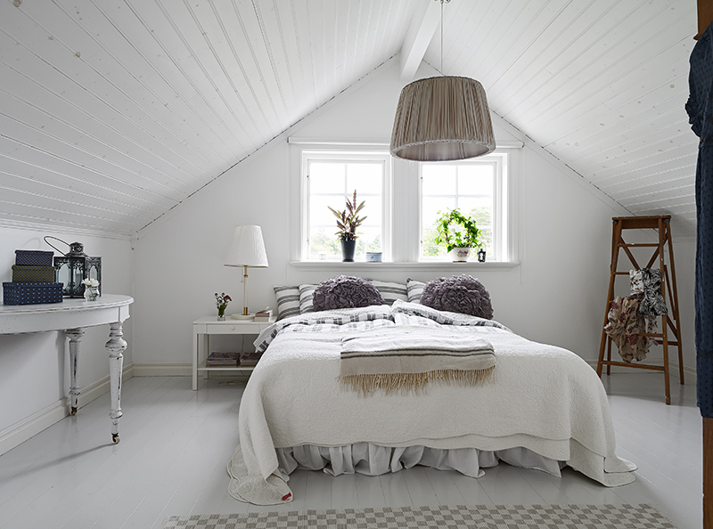 Some Ideas For Wooden Floors Bedrooms Range From Painted To Reclaimed Wood Hardwood Flooring In These Rooms Can Make Any E Unique