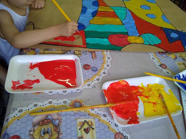 """Projeto """"O abraço"""" trabalhando as cores na obra de Romero Britto"""