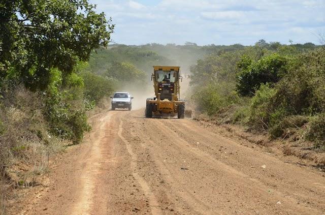 Serviços de recuperação de estradas vicinais são realizadas em Potengi
