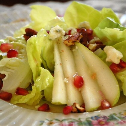 Green Salad with Pears and Gorgonzola