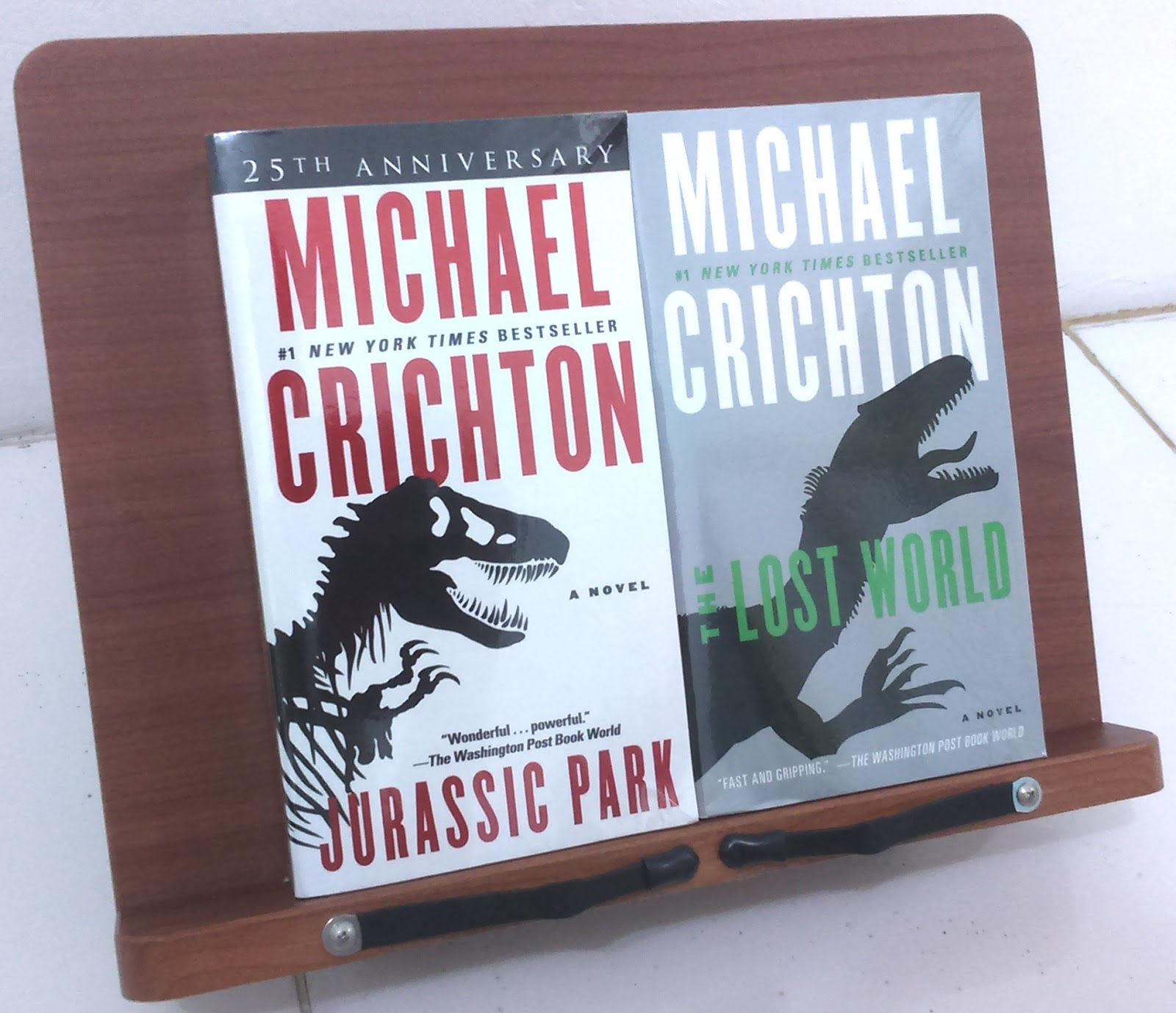 an analysis of the story jurassic park by michael crichton Jurassic park: the lost world by: michael crichton summary: the lost world is a sequel to michael crichton's jurassic park in the story after ian malcolm survives the challenge from 6 years ago.