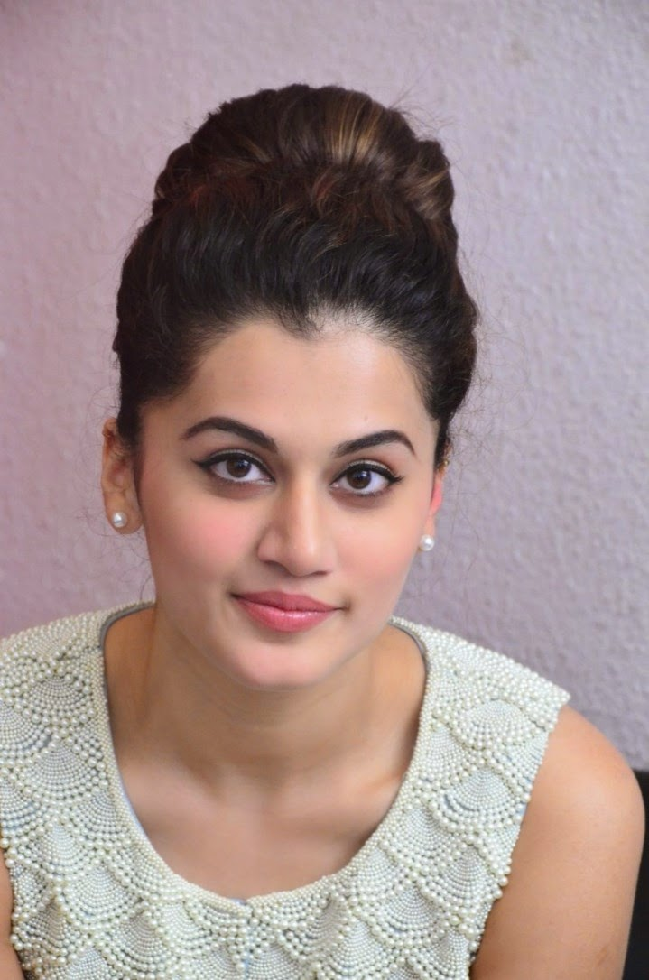 Telugu Film Hot Actress Taapsee Pannu New Hd Wallpapers In White Dress