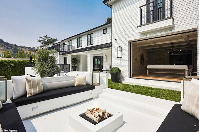 Rihanna buys a mansion in Beverly Hills that worth $13.8m(photos)
