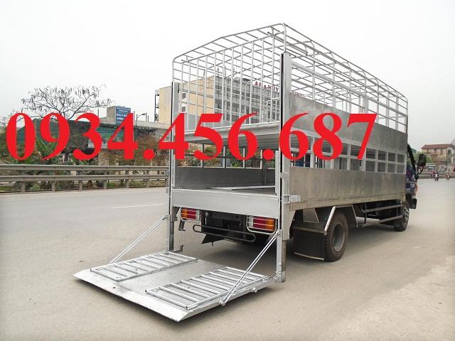 Hyundai 110s thùng chở gia súc lợn heo